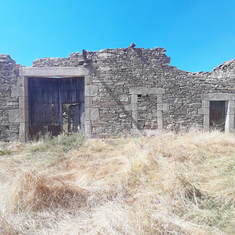Casa rural en ruinas editada